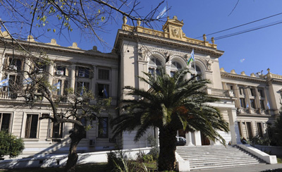 Frente del edificio de la Dirección Generel de Cultura y Educación
